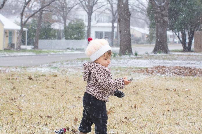 Lyla & Paisley snow-10