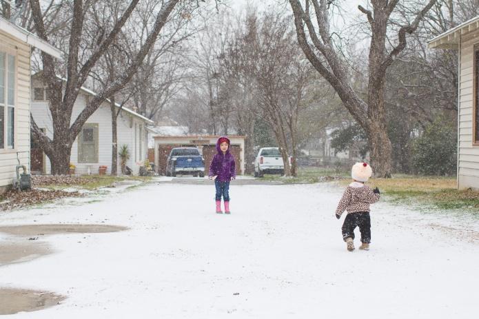 Lyla & Paisley snow-11