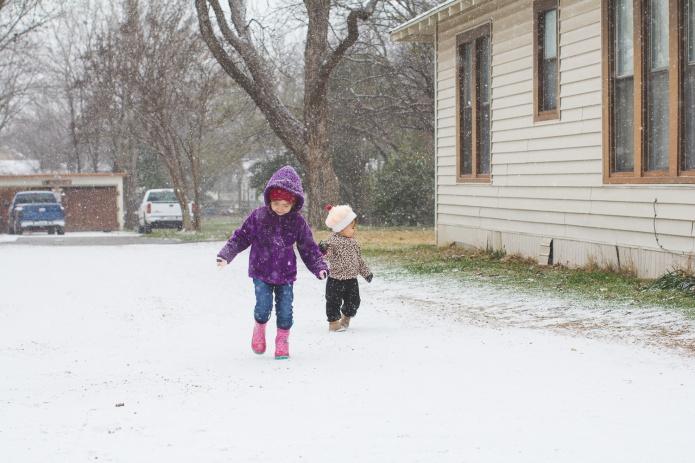 Lyla & Paisley snow-12